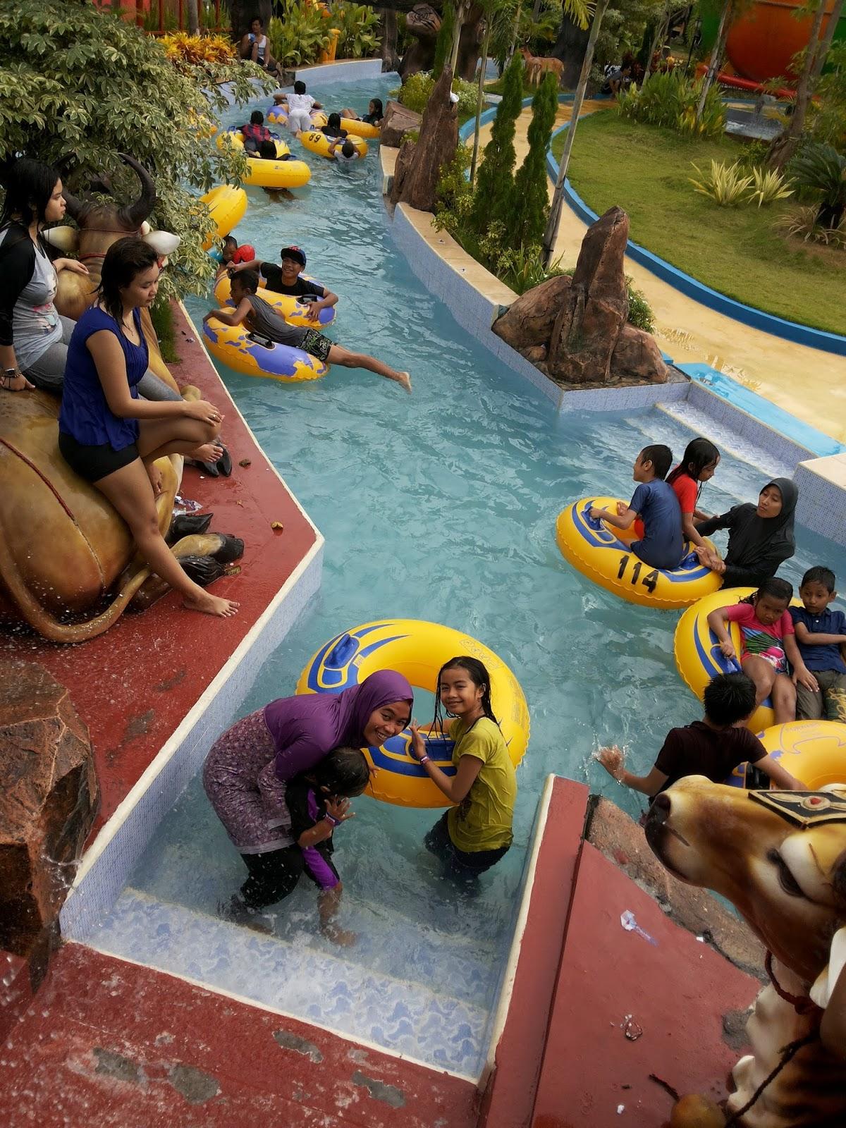 Reni Dwi Astuti Dynasty Water World Waterpark Asyik Lazy River
