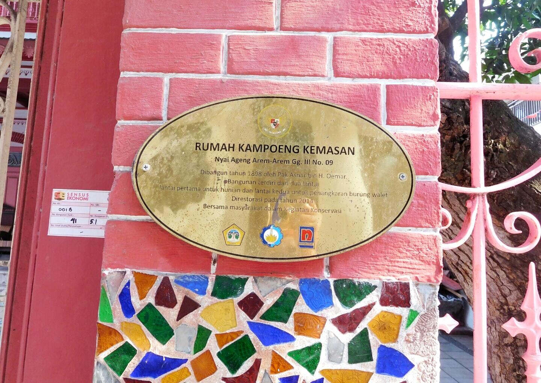 Jelajah Kampung Kemasan Santorini Ala Kota Gresik Pemilik Rumah Satu