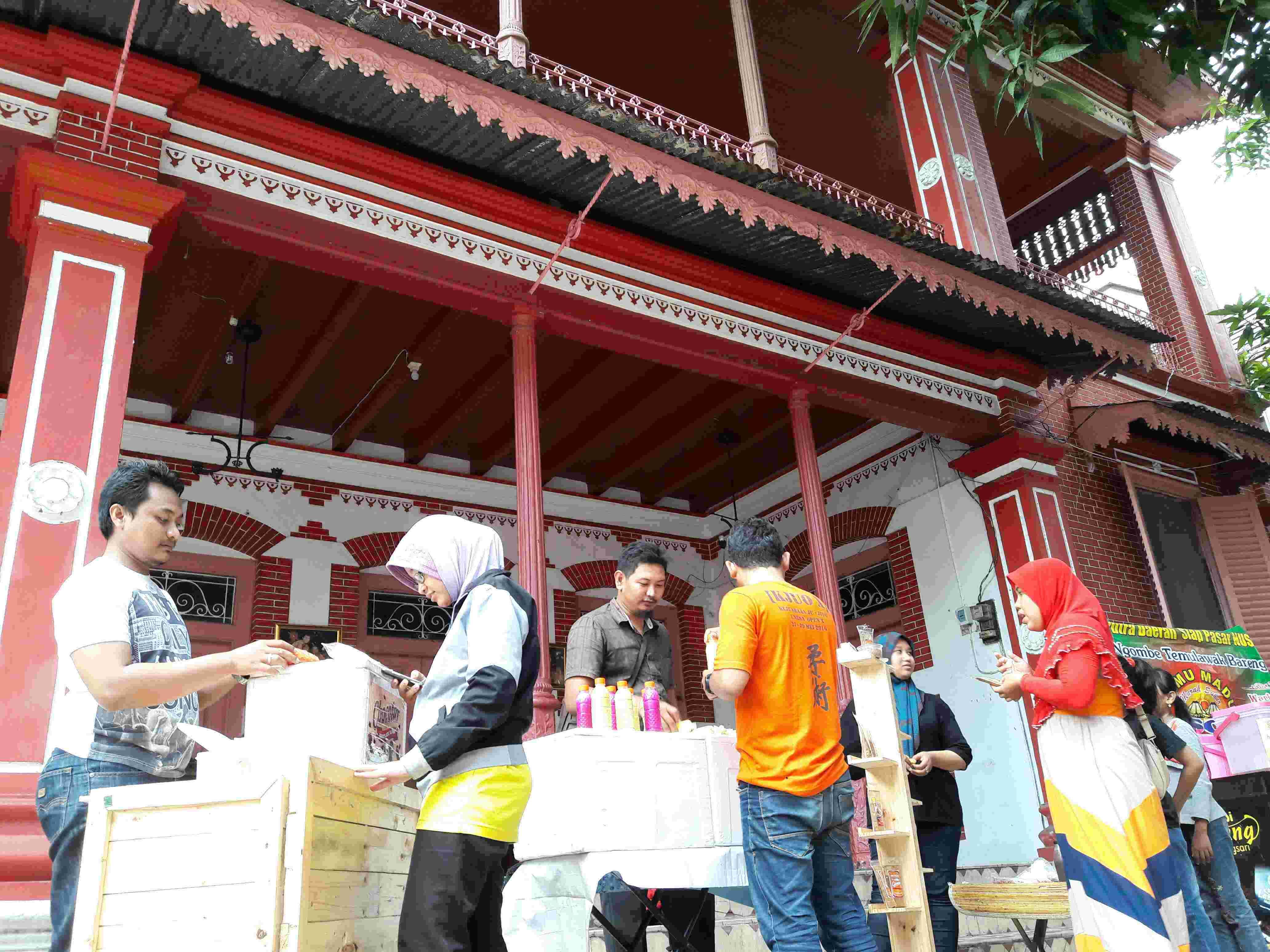 Pusat Oleh Ramaikan Kawasan Cagar Budaya Kampung Kemasan Gresik Kab