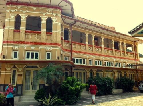 Rumah Gajah Mungkur Jadi Ikon Kampung Kemasan Gresik Beritadunesia Kab