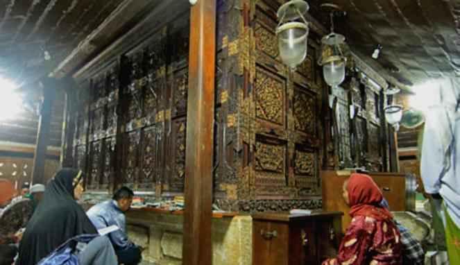 Berwisata Religi Makam Sunan Giri Gresik Wisata Kab