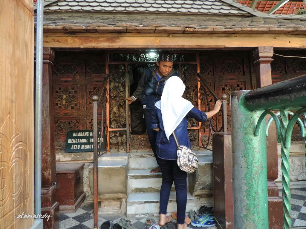 Destinasi Wisata Sejarah Museum Sunan Giri Gresik Koleksi Kabupaten Makam