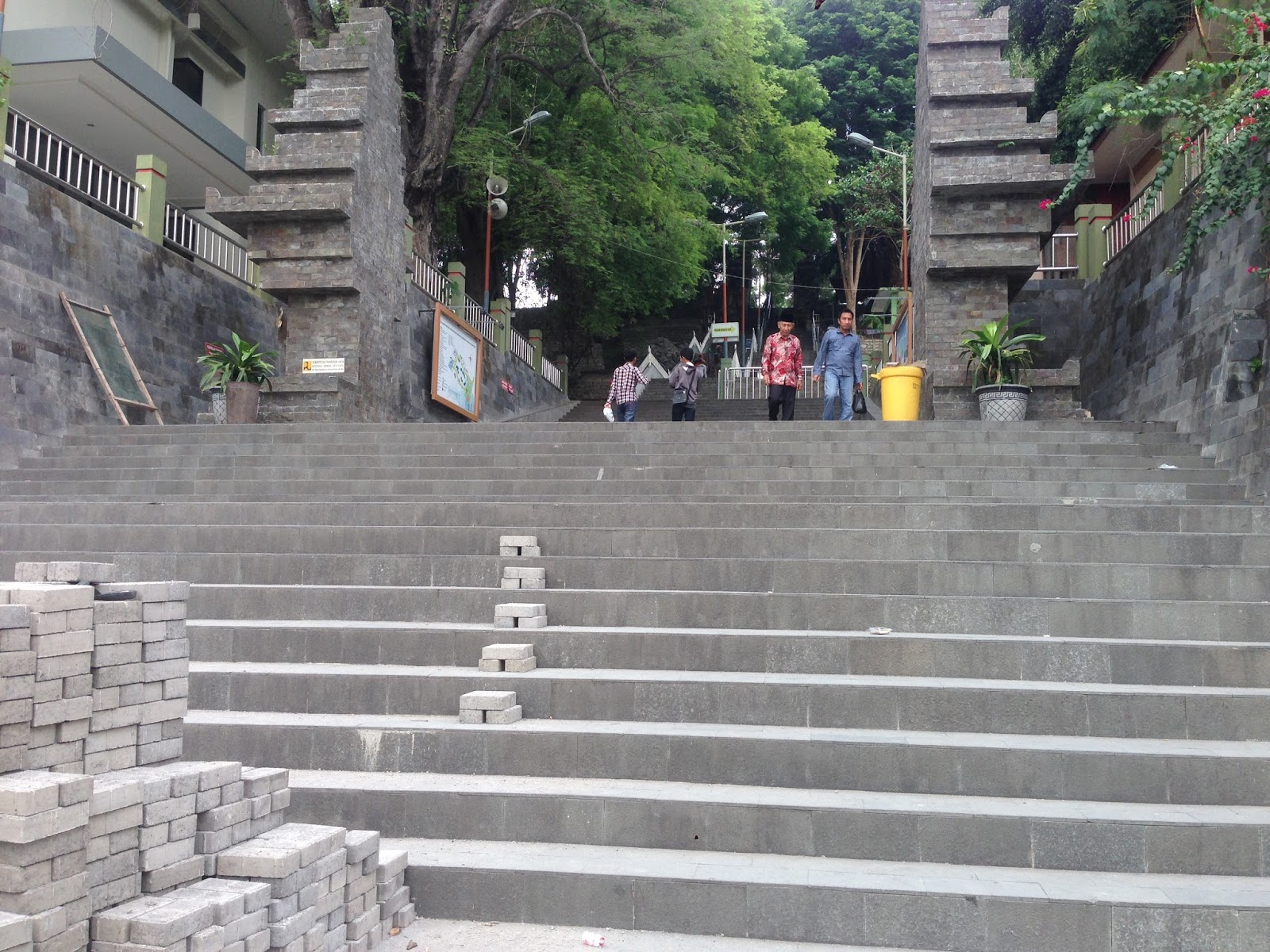 Indra Zone Wisata Religi Makam Sunan Gresik Gapura Giri Kab