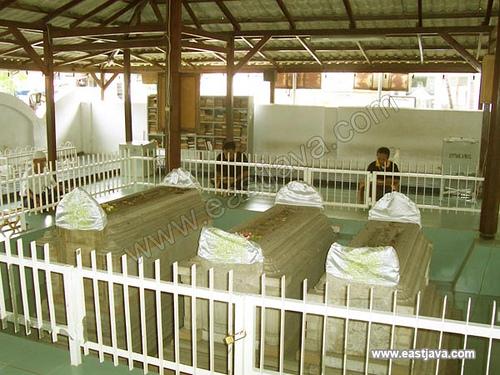 Makalah Profil Wisata Religi Kabupaten Gresik Contribution Maulana Malik Ibrahim