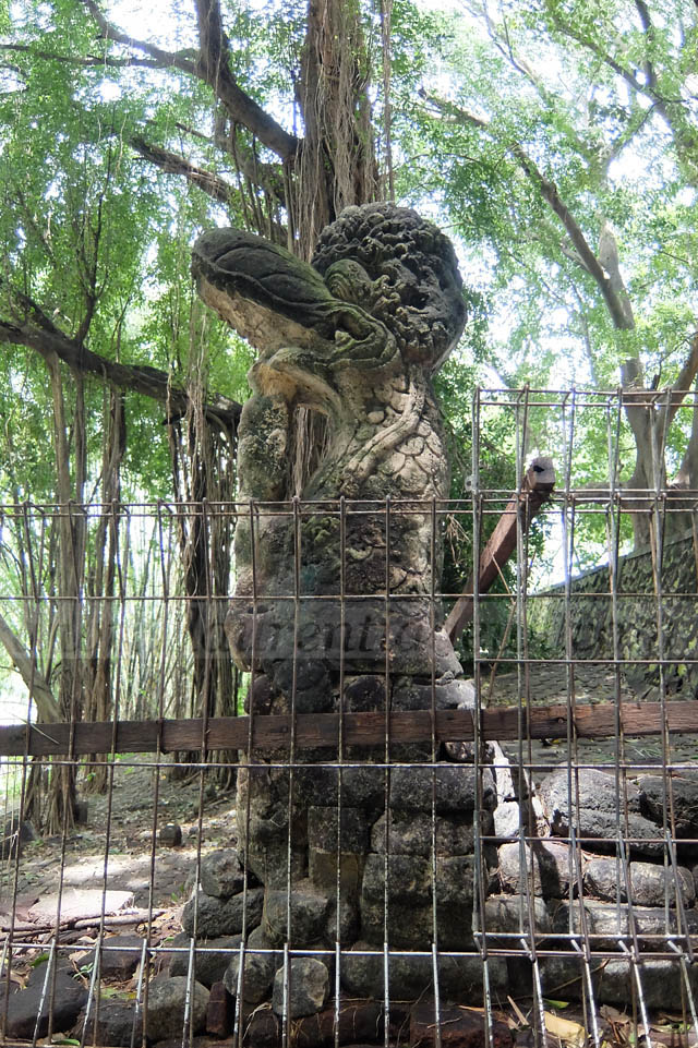 Makam Kanjeng Sunan Giri Gresik Indah Laurentia Dewi Tidak Candi