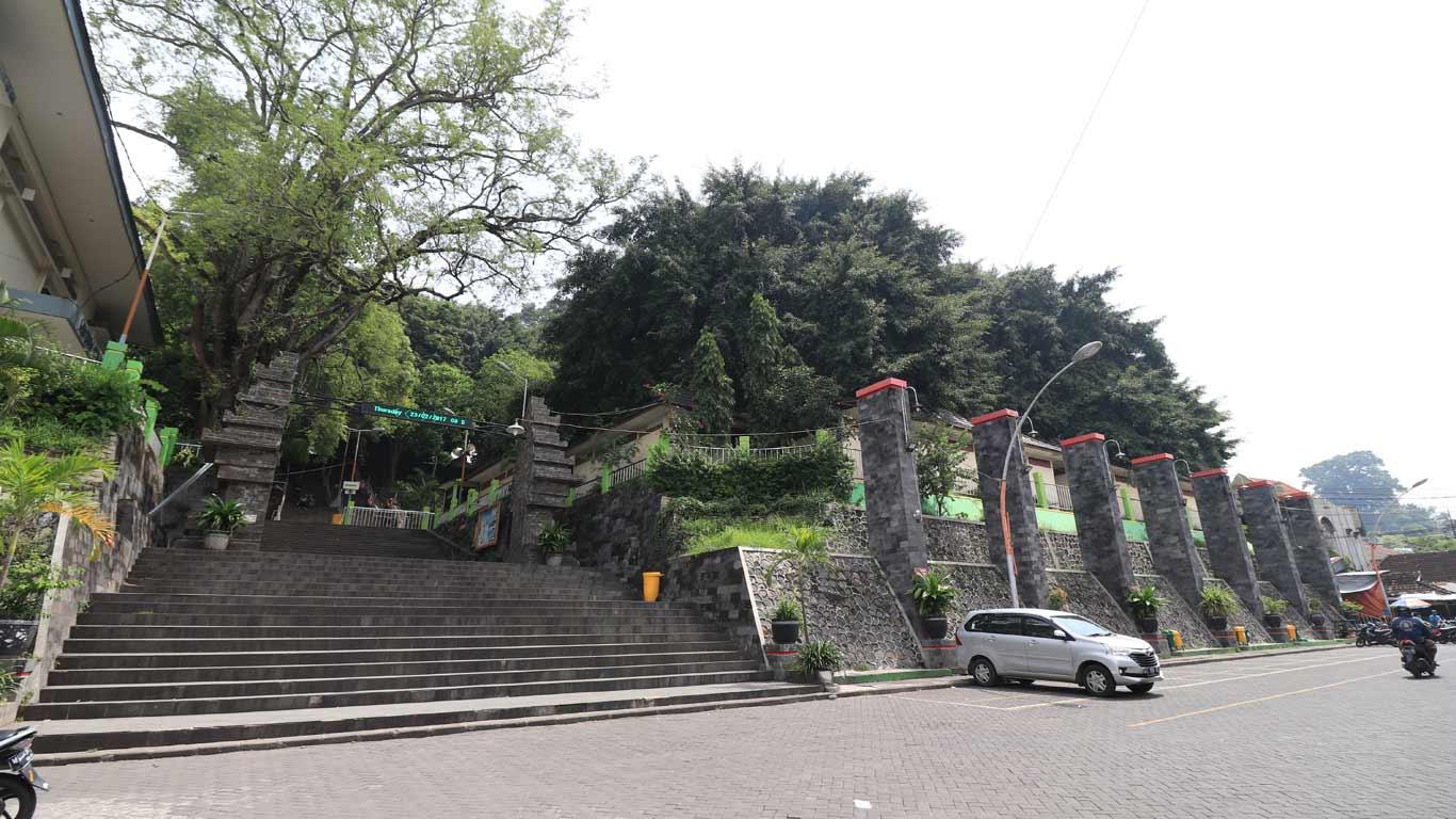 Makam Sunan Giri Dinas Pariwisata Kebudayaan Kabupaten Gresik Lahir 1442