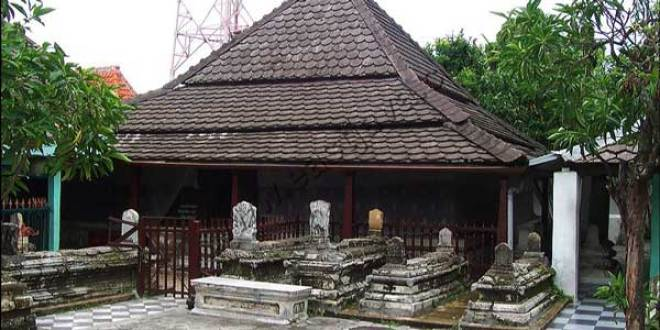 Renovasi Makam Sunan Giri Mendapat Tentangan Warga Gresik Kab
