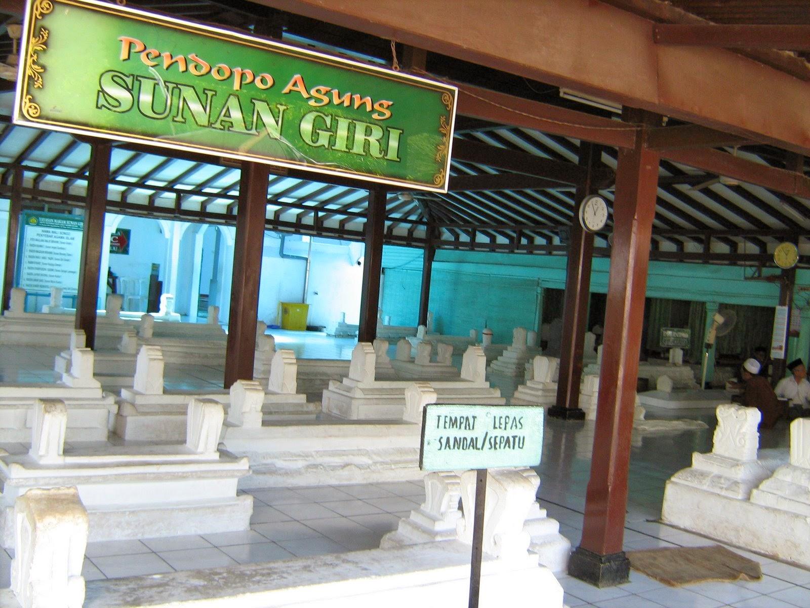 Situs Budaya Makam Sunan Giri Gresik Jawa Timur Kab