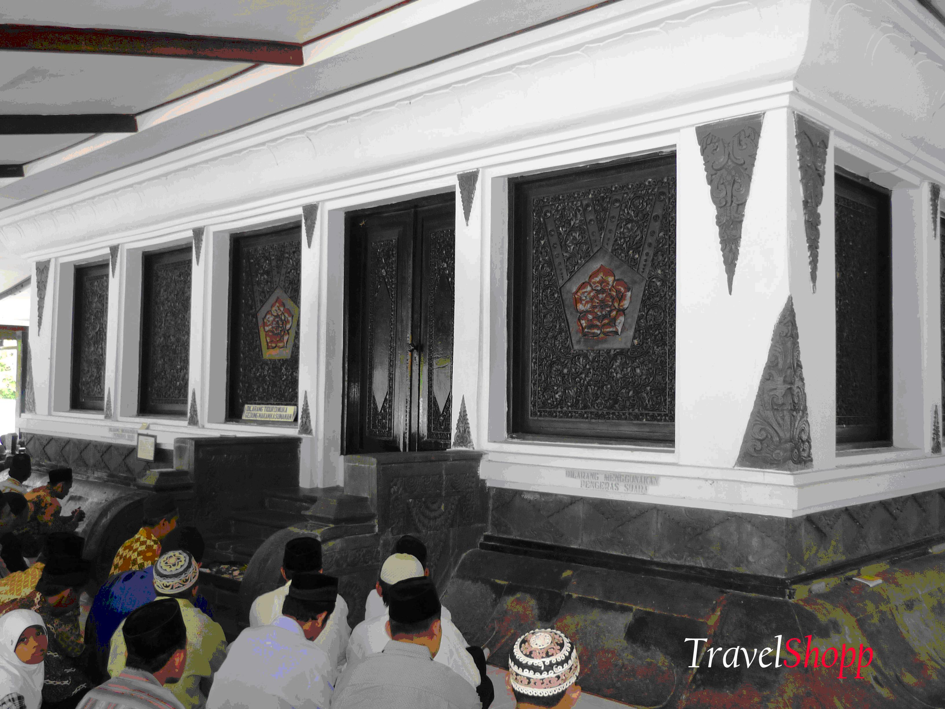 Studi Disain Makam Penyebar Agama Islam Artikeltulisan Sunan Giri Lokasi