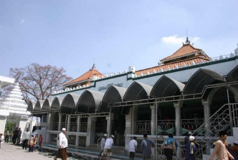 Wajah Wisata Religi Sunan Giri 1 Republika Online Masjid Gresik