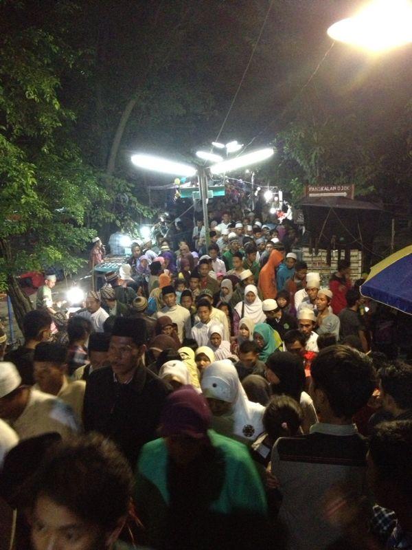 Wisata Gresik Tradisi Malem Selawe Makam Kanjeng Sunan Giri Asli