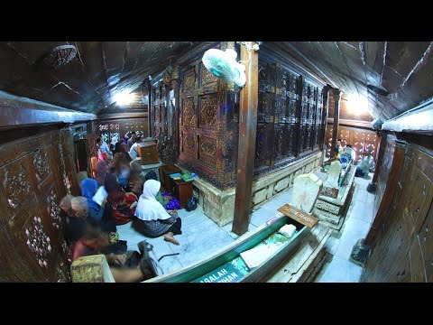 Wisata Makam Sunan Giri Murid Ampel Gresik Youtube Kab