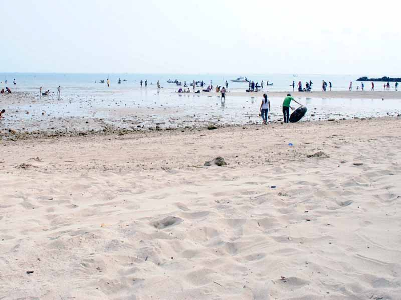 5 Obyek Wisata Gresik Patut Dikunjungi Pantai Delegan Dalegan Kab
