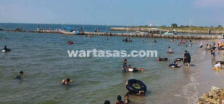 Pantai Delegan Berombak Landai Favorit Anak Dalegan Kab Gresik