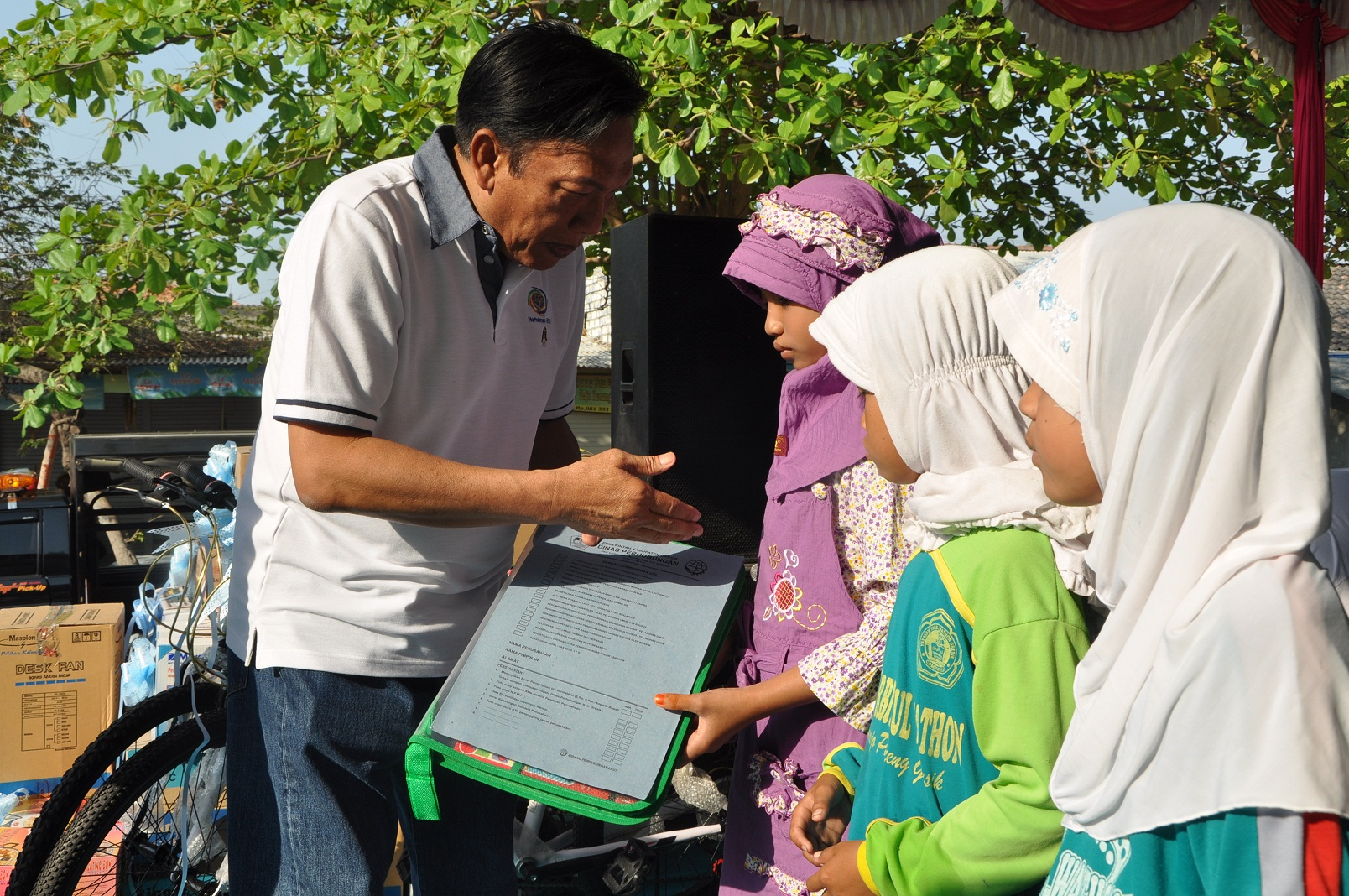 Pemerintah Kabupaten Gresik Sambari Qosim Bersih Pesisir Pantai Delegan Panceng