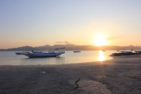 10 Pantai Terindah Gresik Eksotis Wisata 2018 Kuburan Panjang Kab