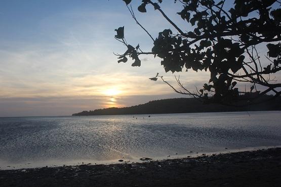 10 Pantai Terindah Gresik Eksotis Wisata Kuburan Panjang Kab