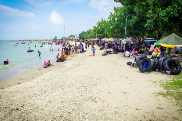 40 Tempat Wisata Gresik Memukau Pengunjung Pantai Delengan Kuburan Panjang