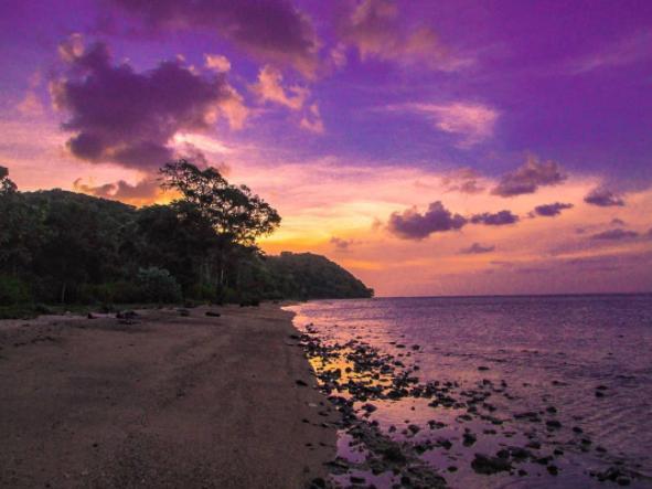 40 Tempat Wisata Gresik Memukau Pengunjung Pantai Mayangkara Kuburan Panjang