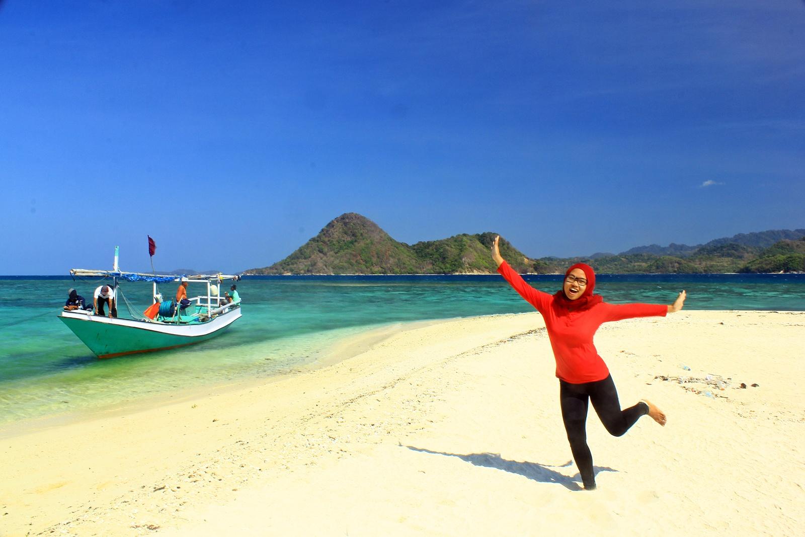 Bawean Pulau Perawan Menawan World Noko Selayar Pantai Kuburan Panjang