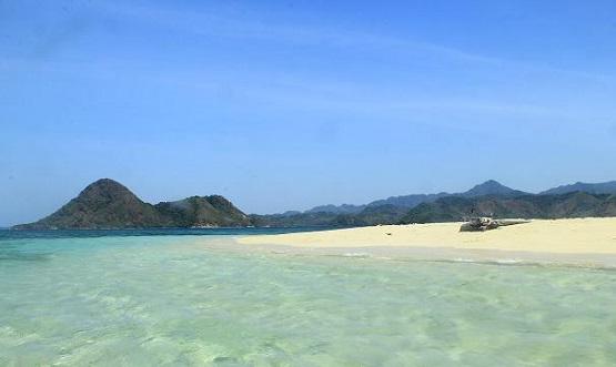 Bawean Tempat Wisata Indahnya Image Pantai Kuburan Panjang Gresik Kab