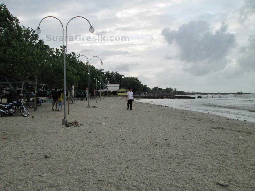 Foto Pantai Dalegan Panceng Gresik Suara Beritkut Kegiatan Kuburan Panjang