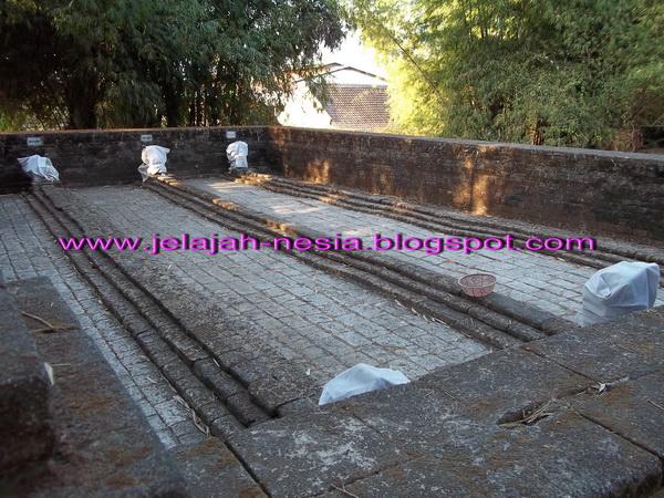 Makam Panjang 9 Meter Gresik Oleh Heri Agung Fitrianto Begitulah