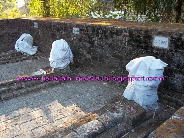 Makam Panjang 9 Meter Gresik Oleh Heri Agung Fitrianto Berurutan