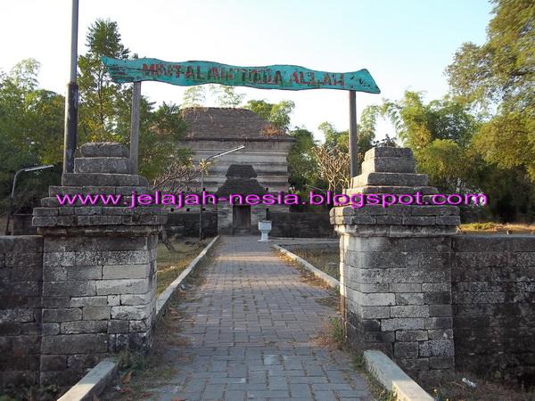 Makam Panjang 9 Meter Gresik Oleh Heri Agung Fitrianto Siti