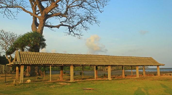 Pesona Keindahan Wisata Pantai Kuburan Panjang Gresik Daftar Dikeramatkan Oleh