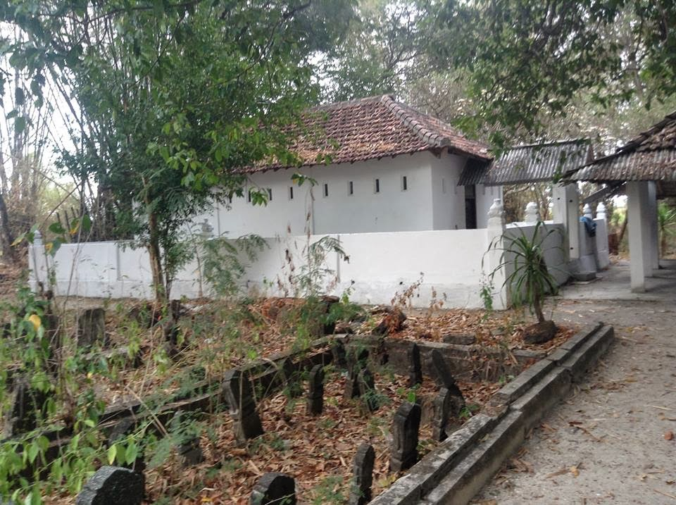 Satu Makam Panjang Dusun Asem Papak Kuncen Ngawen Kecamatan Konon