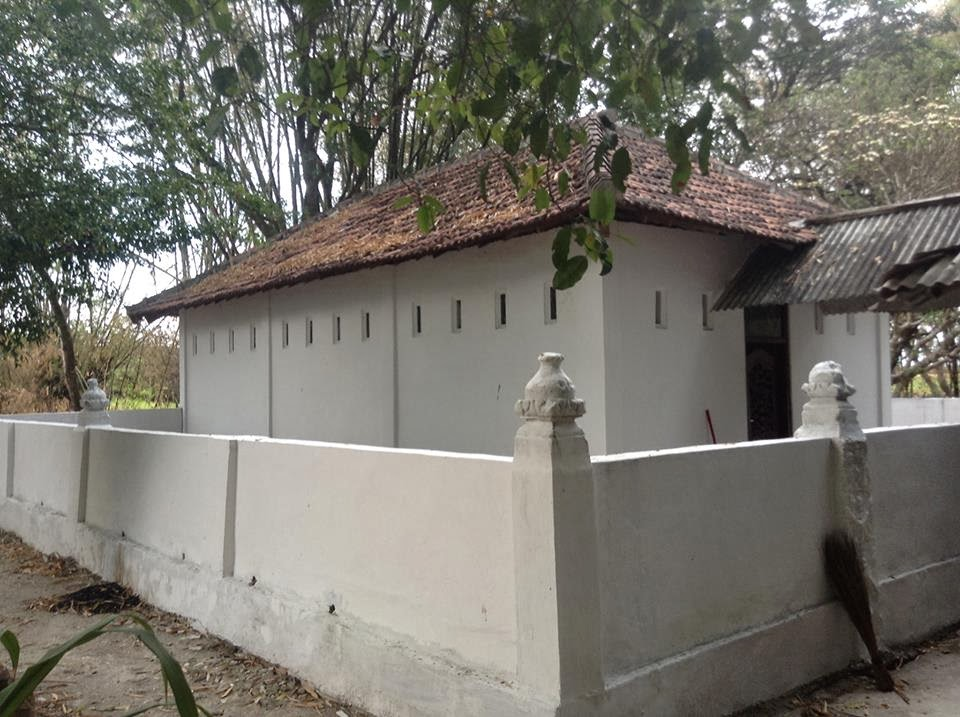 Satu Makam Panjang Dusun Asem Papak Kuncen Ngawen Kecamatan Masyarakat
