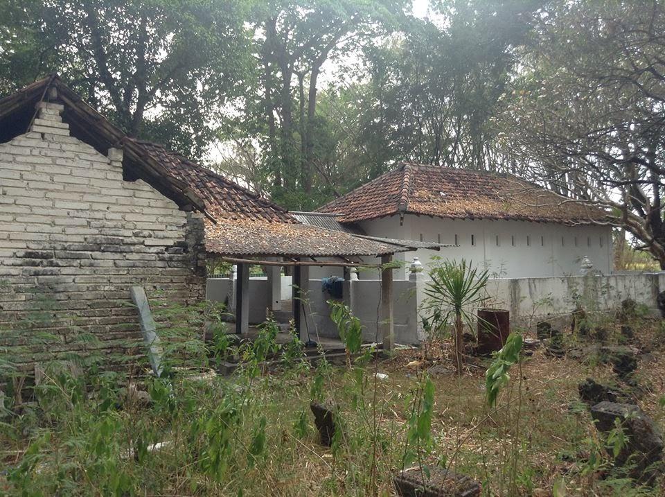 Satu Makam Panjang Dusun Asem Papak Kuncen Ngawen Kecamatan Panjangnya