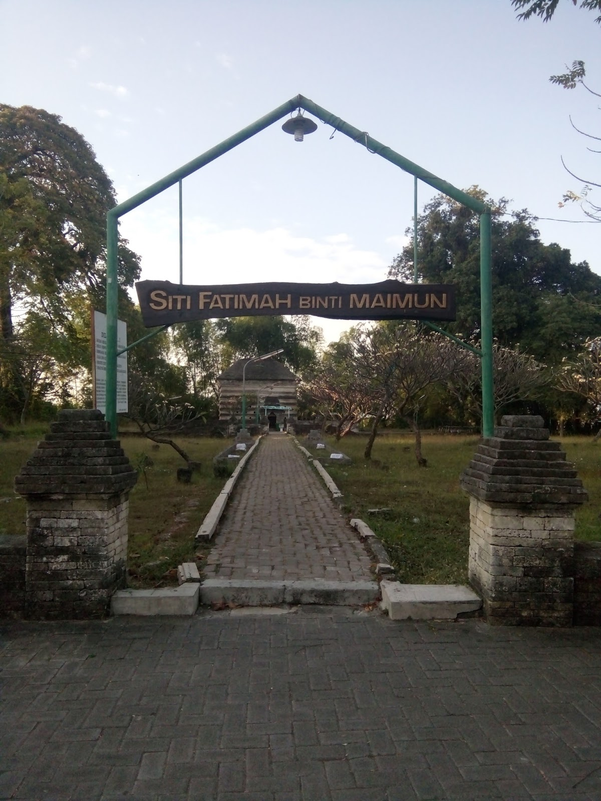 Siti Fatimah Binti Maimun Wisata Makam Panjang Berada Desa Leran