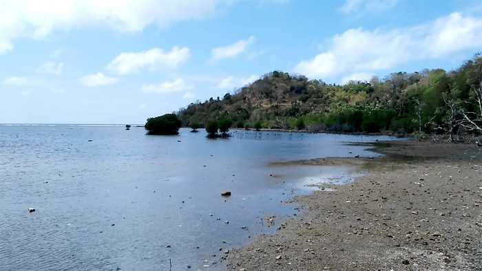 Wisata Makam Panjang Melihat Benda Bersejarah Pulau Bawean Pantai Berada