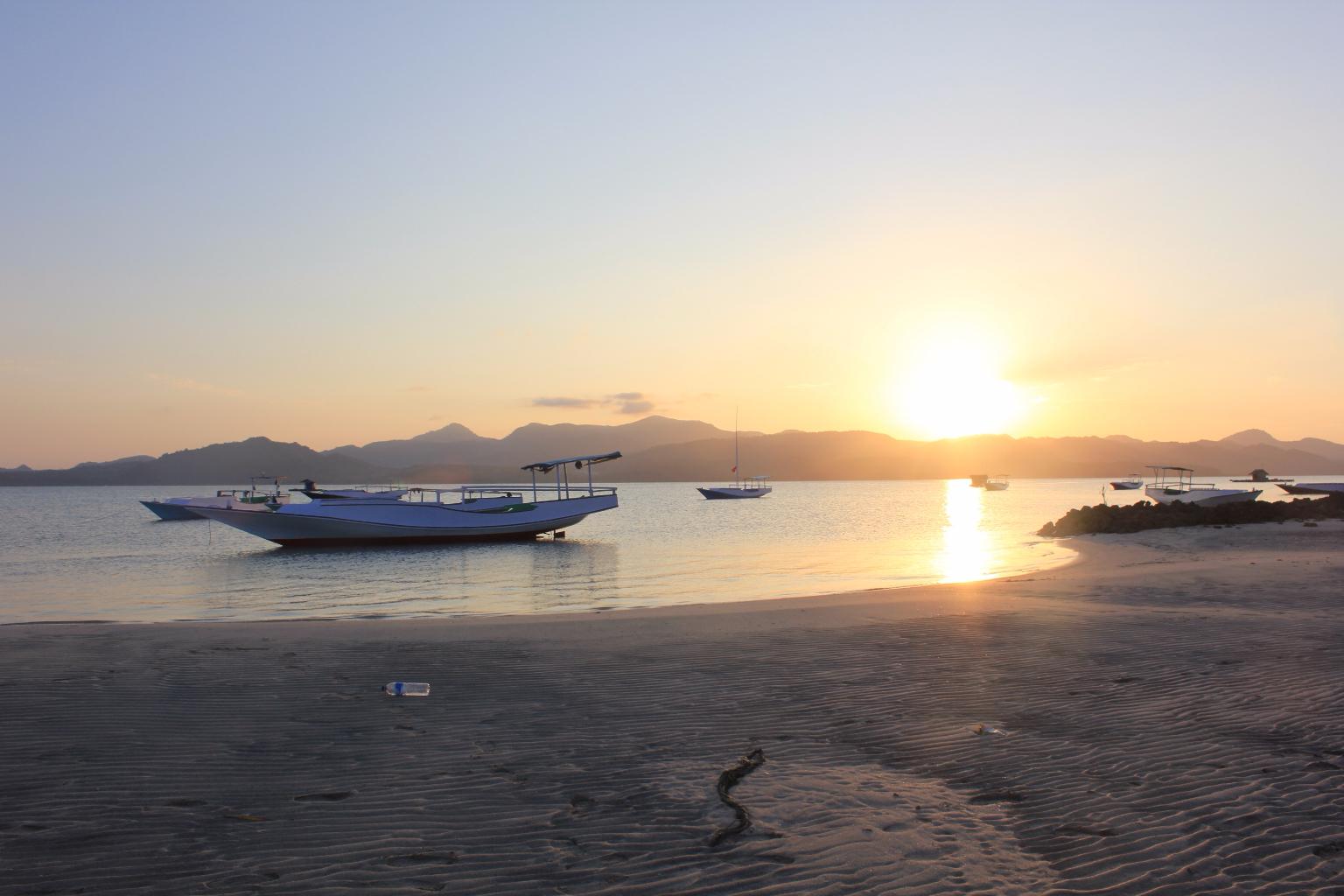 7 Pantai Terbaik Pulau Bawean Rusabawean Senja Gili Timur Menakjubkan