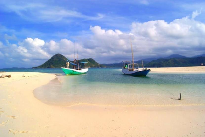 Jatim Dorong Pariwisata Pulau Bawean Republika Online Pantai Mayangkara Kab