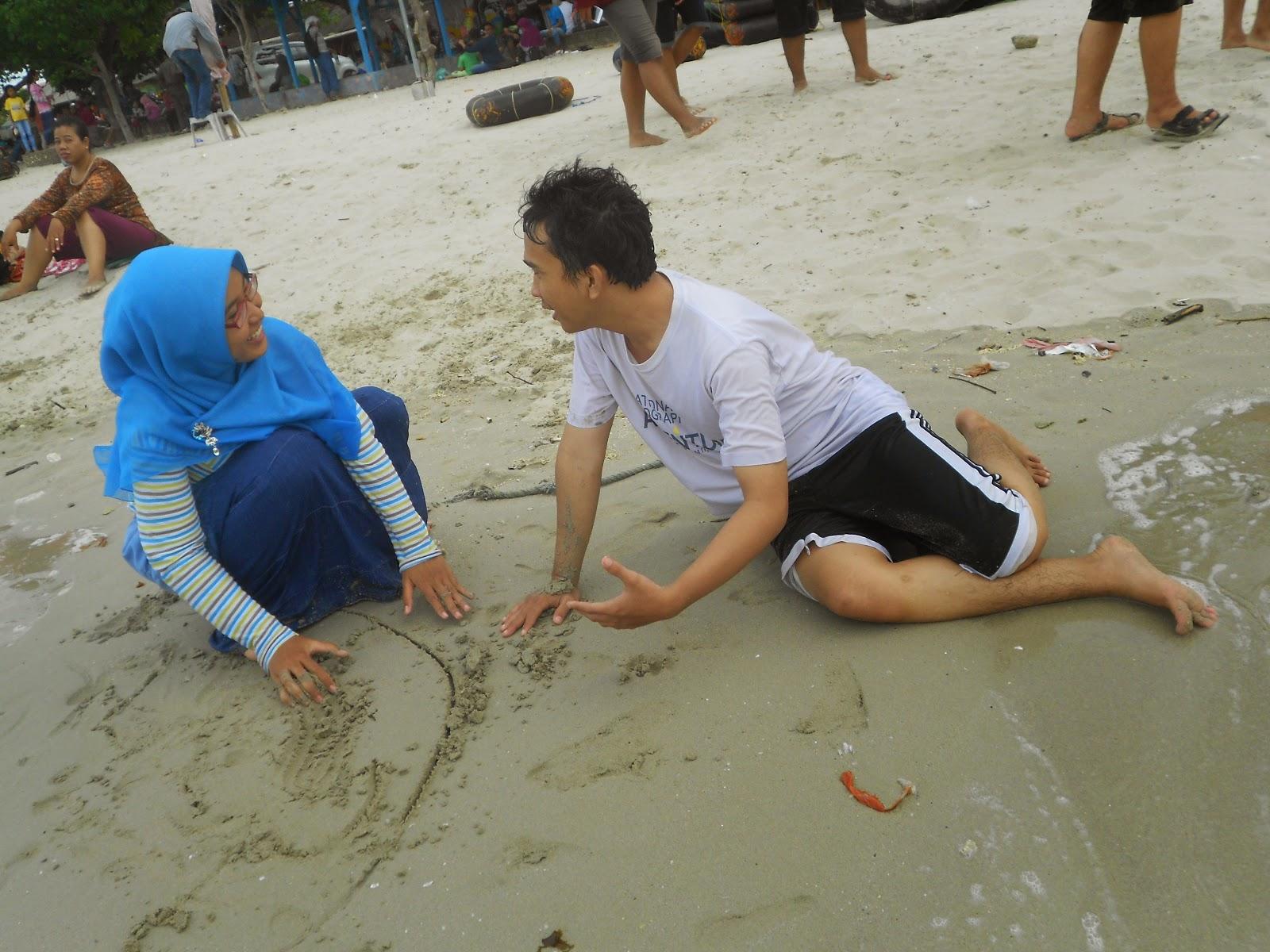 Pantai Delegan Wisata Pasir Putih Website Gresik Tiwi Akbar Bercengkerama