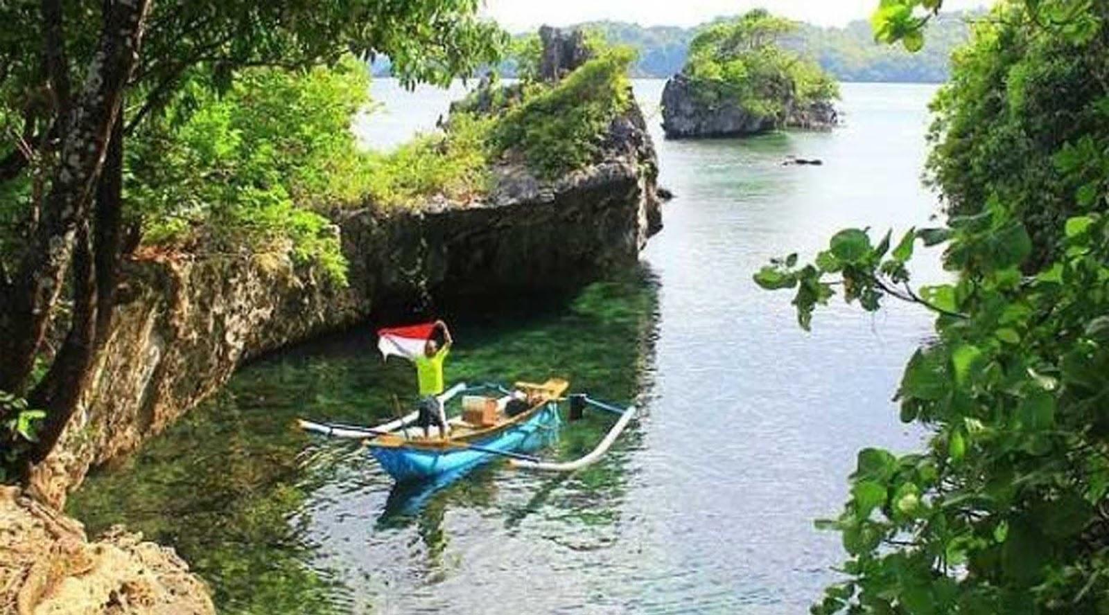 Wisata Pantai Pulau Bawean Gresik Pesona Mayangkara Kab