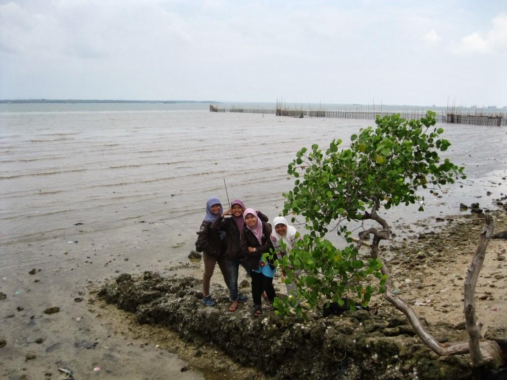 Indah Nurma Survey Jelajah Mengare Narsis Pesisir Pertama Pantai Pasir
