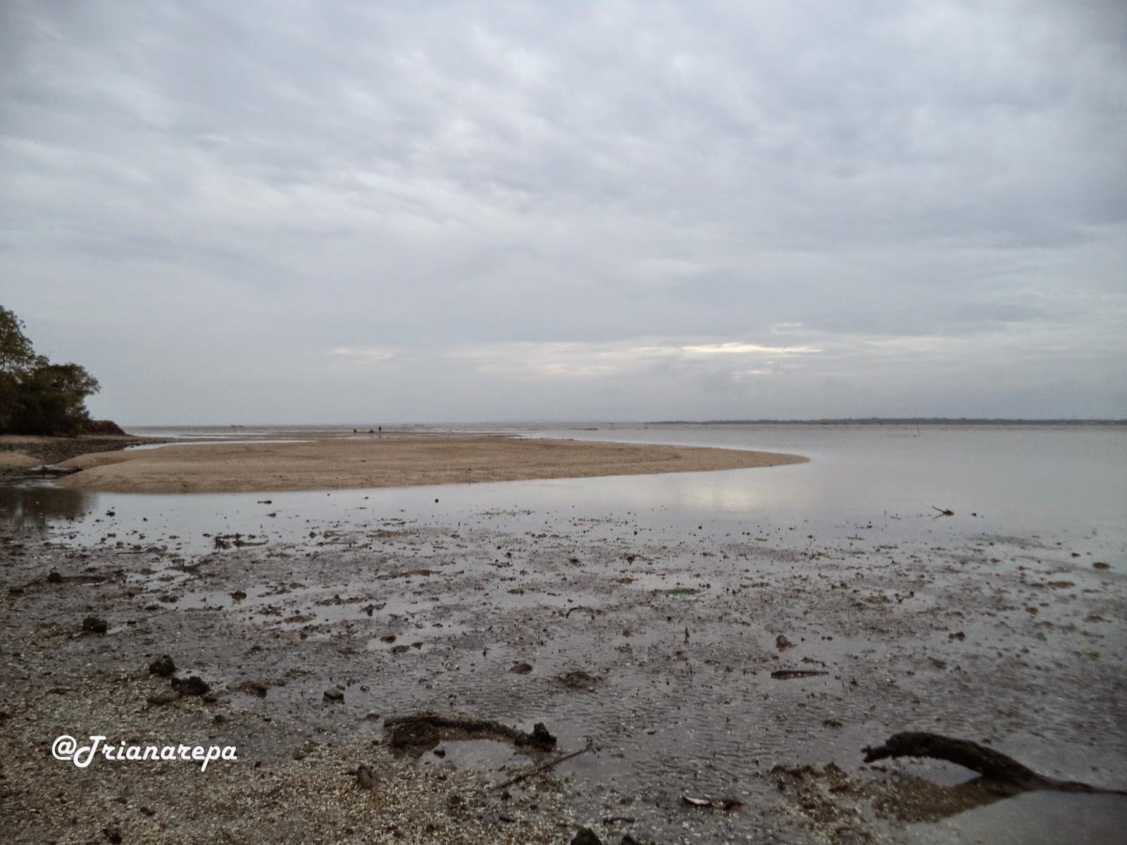 Indahnya Pulau Mengare Pejalan Beruntung Kita Menyaksikan Hamparan Pasir Tengan