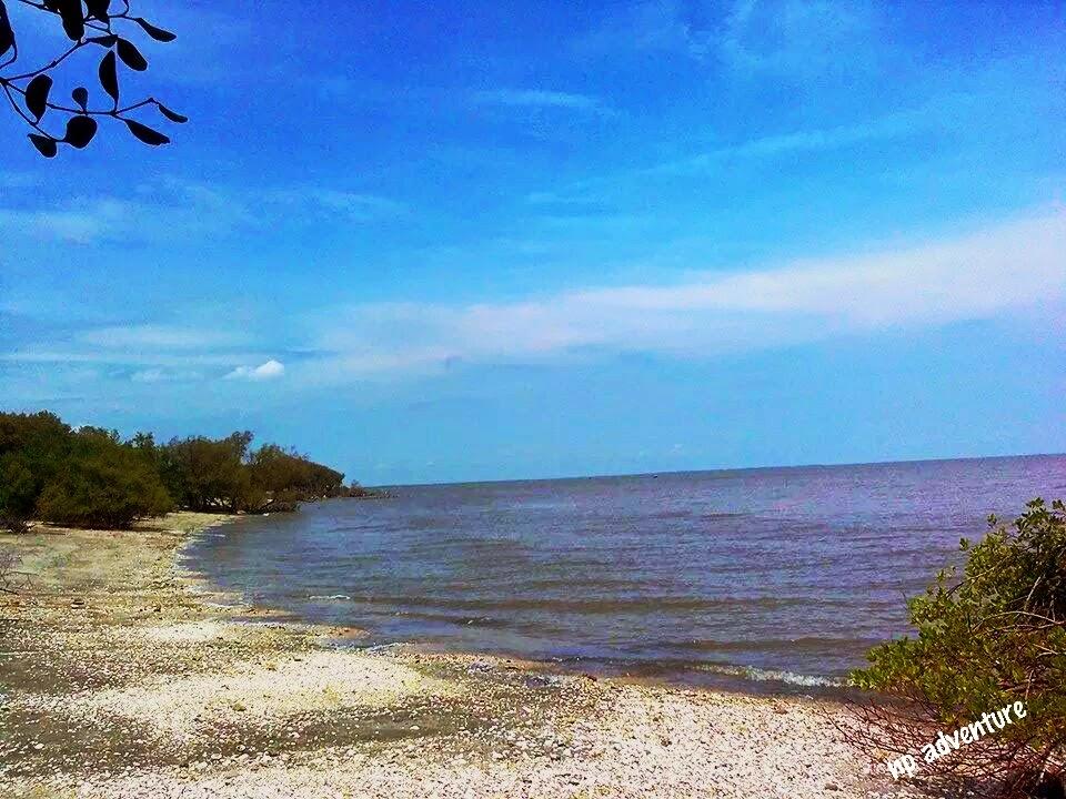Jejak Kaki Pantai Benteng Mengare Gresik Pasir Putih Pulau Lodewijk