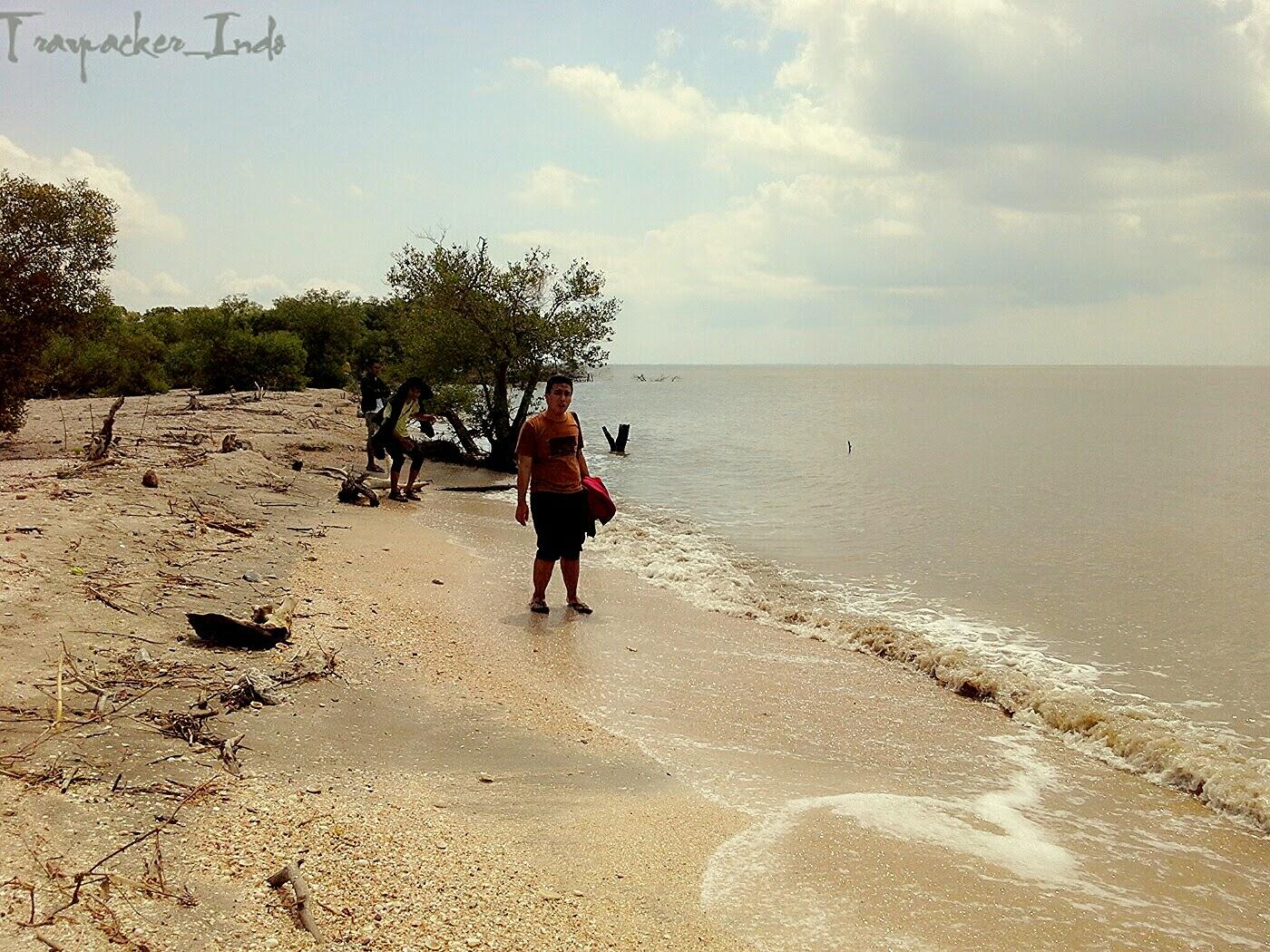 Pantai Pasir Putih Pulau Benteng Lodewijk Mengare Gresik Kab