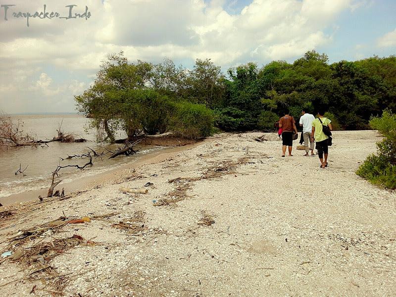 Pantai Pasir Putih Pulau Benteng Lodewijk Mengare Gresik Sa Kab