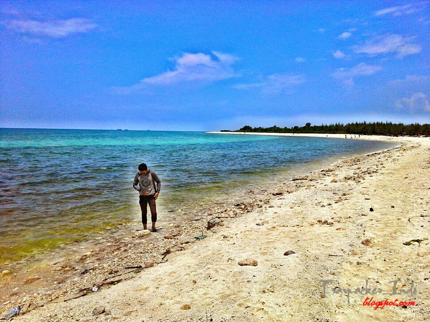 Pantai Pasir Putih Pulau Benteng Lodewijk Mengare Gresik Wisata Tuban
