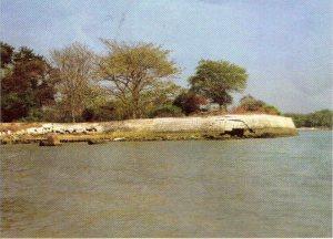 Pulau Mengare Catatankaki Sisi Benteng Lodewijk Terletak Pesisir Pantai Menghadap