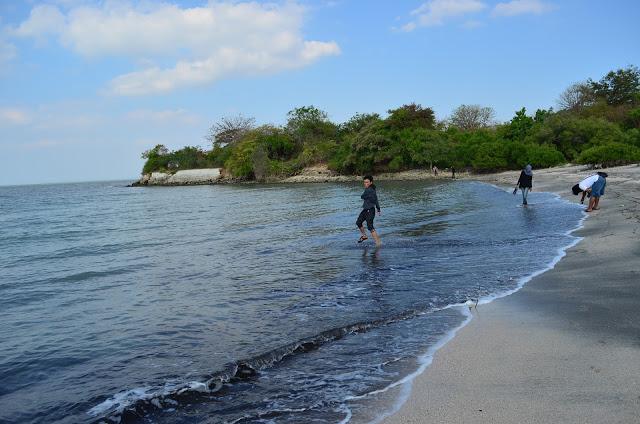 Wisata Gresik Pantai Pasir Putih Pulau Benteng Lodewijk Desa Kabupaten