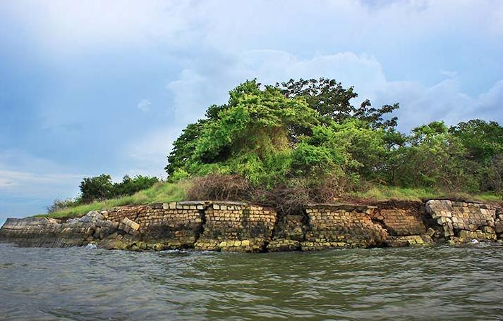 Wisata Gresik Pantai Pasir Putih Pulau Benteng Lodewijk Desa Wiasata