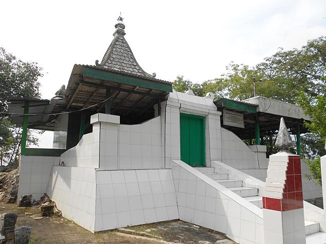 Berita Kategori Religi Bukit Surowiti Petilasan Sunan 0 Kalijaga Kab