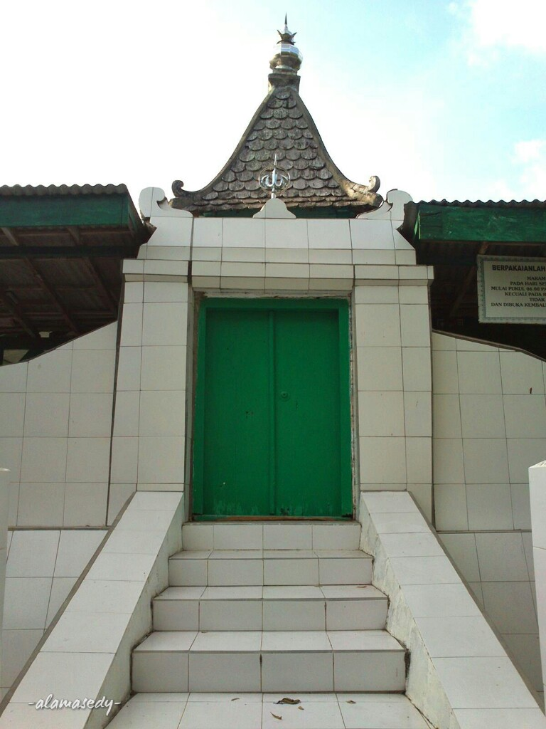 Makam Sunan Kalijaga Bukit Surowiti Gresik Alamasedy Pintu Petilasan Kab